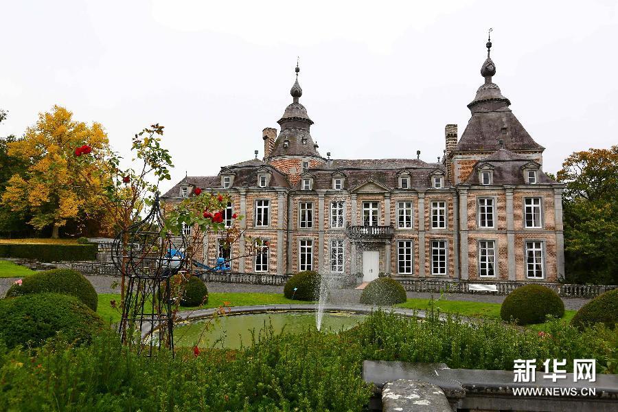 (国际)(1)外表朴素内部精美的莫达沃城堡