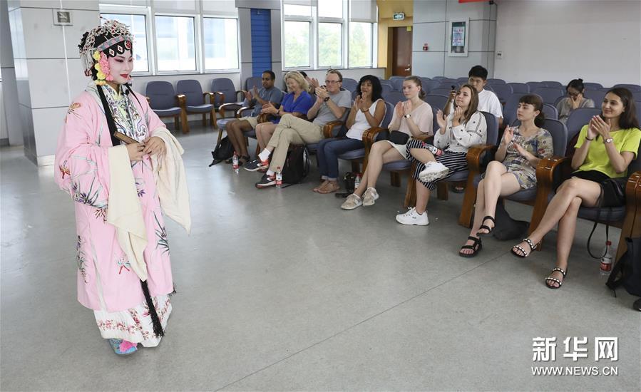 #(社会)(1)体验戏曲文化 感知中国魅力